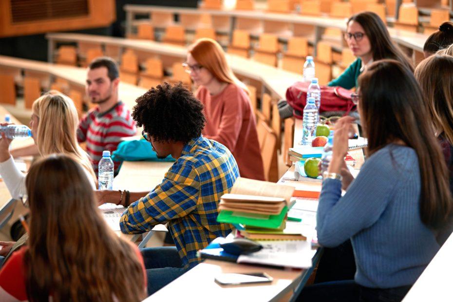 Università: stop della Camera al divieto di iscrizione a due corsi di laurea