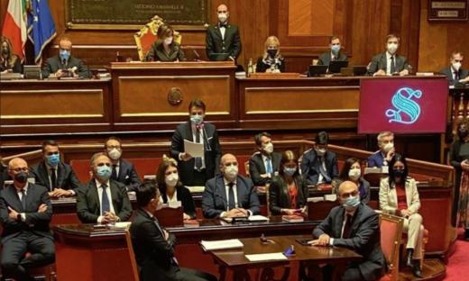 Un giorno al Senato: fiducia al Governo, ma non con maggioranza assoluta