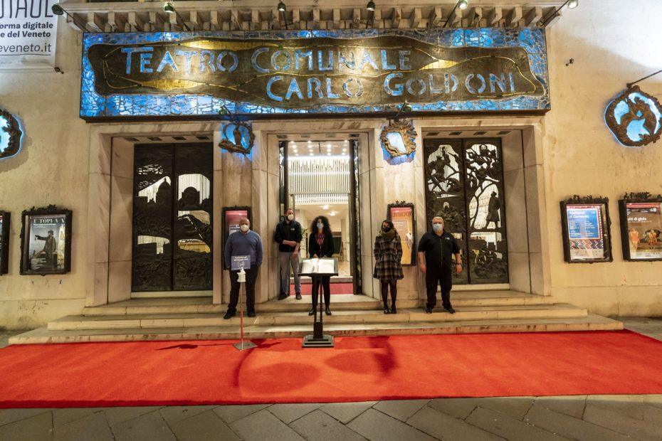 I teatri italiani riaccendono le luci per una notte.