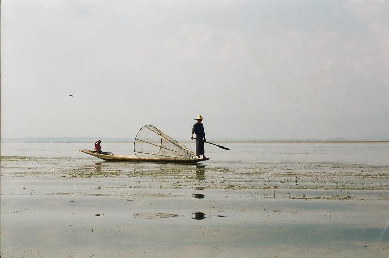 Pescatore sul lago Inle Birmania