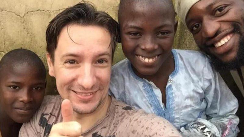 L'ambasciatore del Congo Luca Attanasio con i ragazzi protetti da una missione italiana
