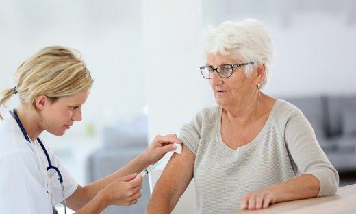 Vaccini: nuova ordinanza del generale Figliuolo. Priorità over 80 e persone fragili