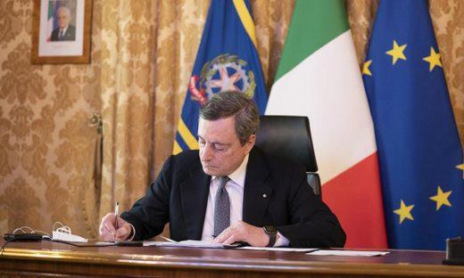 Il premier Draghi rinuncia al compenso. Una scelta condivisa anche da altri politici