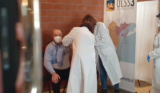 Venezia: 3 giorni di vaccinazioni non stop per gli ultraottantenni