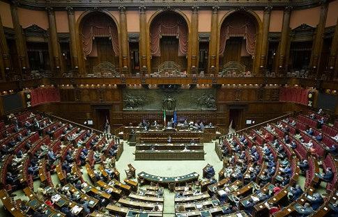 Riduzione parlamentari: alla Camera, risparmio da 54 milioni l'anno