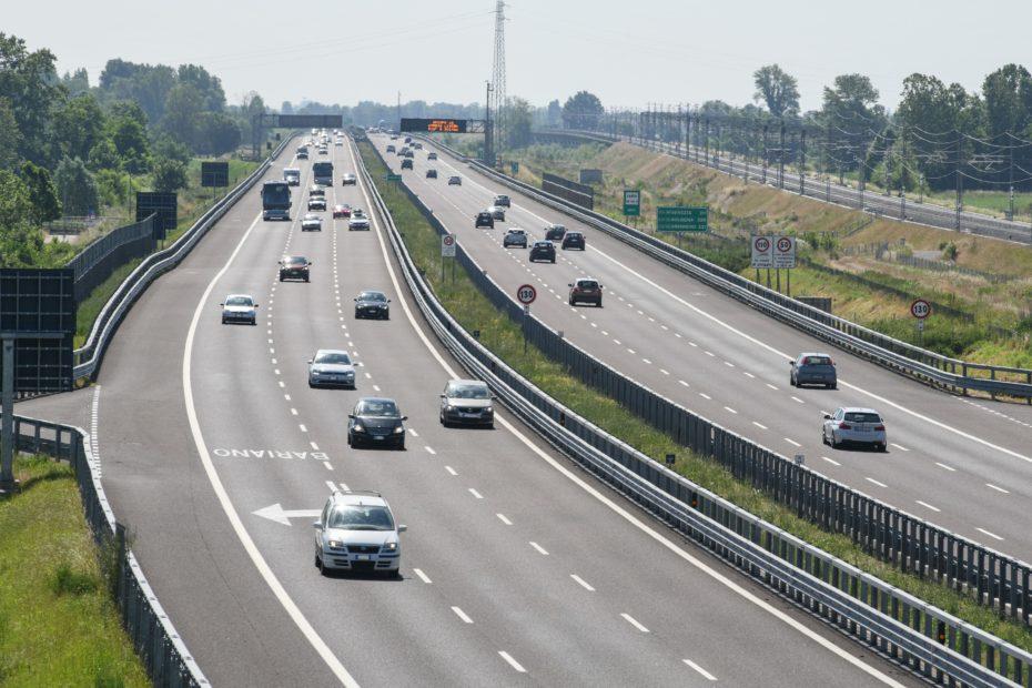 Milano: autostrade con ricarica a induzione. E' già futuro