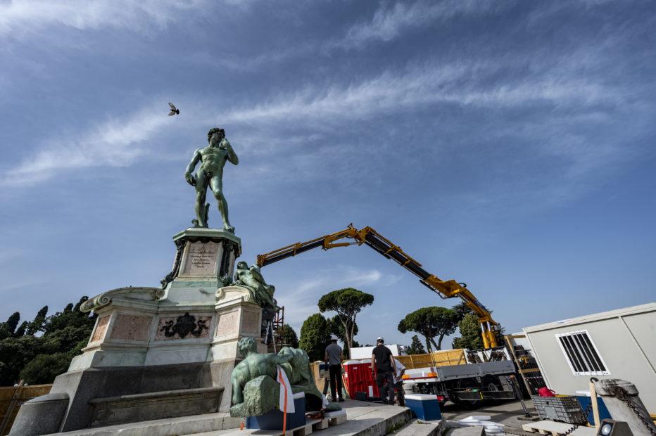 Firenze rimette a nuovo il David di Piazzale Michelangelo. Restauri interattivi