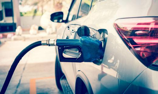 """Benzina: una stangata di oltre 8 mld. I consumatori: """"Il governo intervenga"""""""