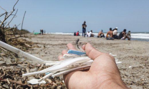 Niente più plastica monouso in Italia. Ora solo fino a esaurimento scorte