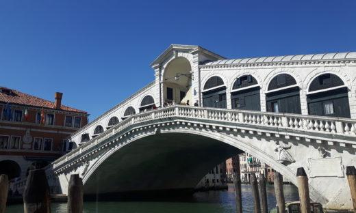 Venezia, il ponte di Rialto è tornato al suo splendore