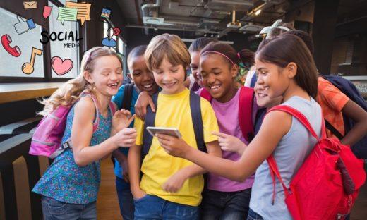 """Social per i bambini: Instagram temporeggia. Crepet: """"meglio di no"""""""