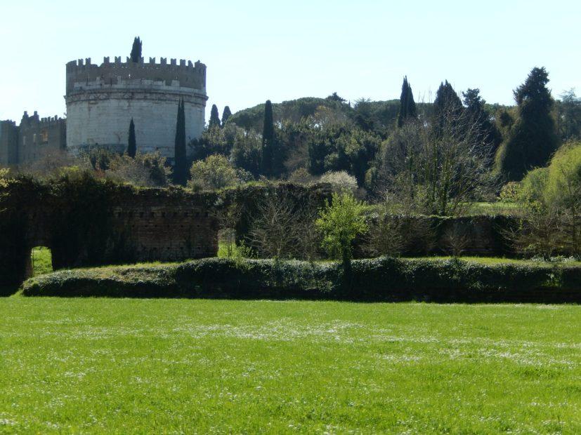 """A Roma, la """"costruzione eterna"""" che si rigenera da sé"""