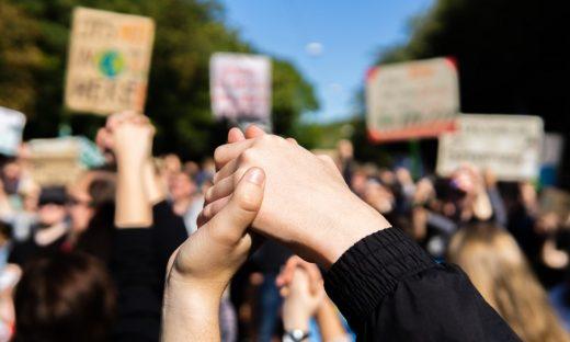 Giovani in corteo a Milano per l'ambiente