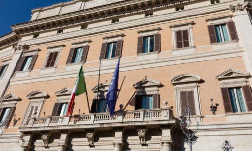 Scontri durante la manifestazione contro il green pass a Roma: è allerta
